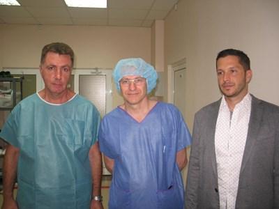 Италиснският професор Джон Луиджи Патели (в средата)