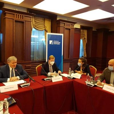 Председателят на СДС Румен Христов (в ляво) на кръглата маса организарана от СДС СНИМКИ: ФЕЙСБУК НА СДС