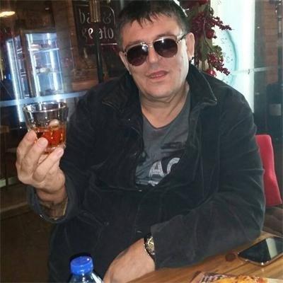 Боян Петракиев - Барона обича марковите питиета и забавленията.