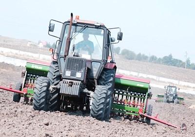 Земеделските производители първо трябва да регистрират правното основание за ползваните земи и после ги заявяват за директни субсидии.