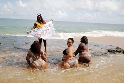 """Бразилки,  членуващи в  движението """"Ще бъдем дебели!"""",  протестират  срещу фобията към затлъстелите хора.    СНИМКА: РОЙТЕРС"""