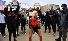 Хиляди на протест в Лондон заради смъртта на Джордж Флойд (Снимки)