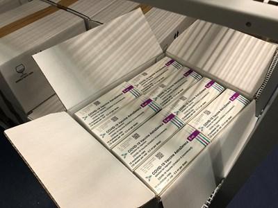 "76 800 дози от ваксината на ""АстраЗенека"" пристигнаха у нас СНИМКА: МЗ"
