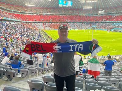 "Авторът на стадион ""Алианц арена"" преди началота на мача"