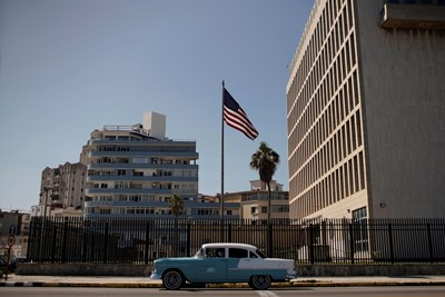 Кубинското посолство в САЩ, където бяха регистрирани първите случаи.