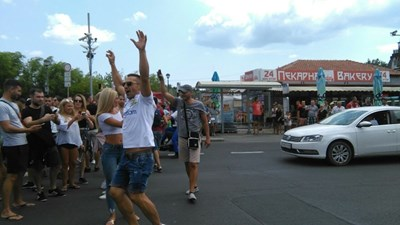 Протестни шествия срещу акциите на Валери Симеонов организираха миналото лято в Слънчев бряг. СНИМКА: 24 ЧАСА