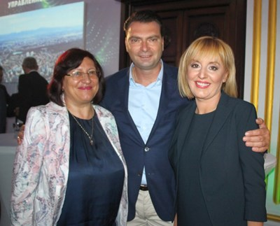 Милка Христова и Калоян Паргов с гражданския кандидат за кмет на София Мая Манолова. Снимка БСП София