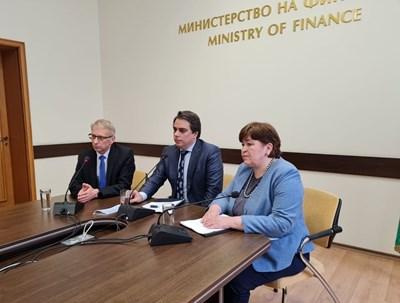 Министрите Николай Денков, Асен Василев и Стела Балтова обявиха новата инициатива.
