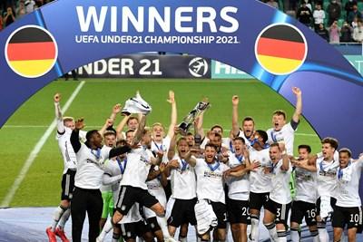 Германците ликуват с европейската титла за младежи, спечелена след 1:0 над Португалия.  СНИМКА: ТУИТЪР НА ТУРНИРА