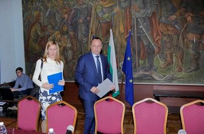 """Инициативата """"Сподели България"""" бе представена от министрите Николина Ангелкова и Румен Порожанов  през октомври 2017 г."""
