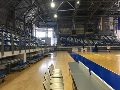 """За първи път мъжкият национален отбор ще тренира и играе в """"Арена Самоков""""."""