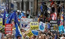 Хиляди протестират срещу Брекзит в Лондон (Снимки, видео)