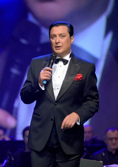 """Васил Петров тръгва на турне с песни на Стинг, """"Бийтълс"""" и Франк Синатра"""