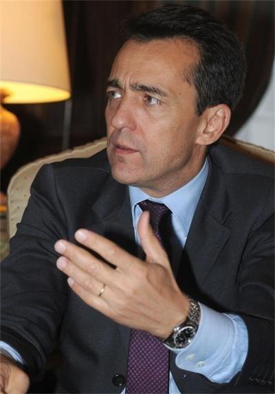 Френският посланик Ксавие Лапер дьо Кабан