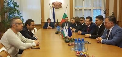 Министърът на икономиката Емил Караниколов се е срещнал с ръководството на ВМЗ