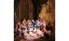 Преди 8 века свети Франциск възпроизвежда сцената с яслата на Исус