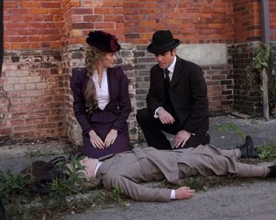 Детективът Уилям Мърдок и д-р Джулия Огдън разследват поредното убийство в сериала.