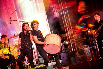 Стоян Янкулов-Стунджи и Рони Ромеро (вляво) на концерт на Intelligent Music Project.