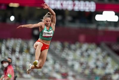 Габриела Петрова на олимпийския стадион в Токио по време на квалификацията в тройния скок. СНИМКА: ЛЮБОМИР АСЕНОВ, LAP.BG