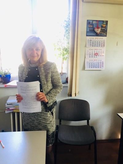 Зам.-кметът Росица Йорданова с подписания договор