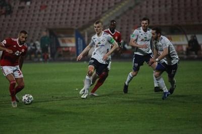 Георги Йомов отбелязва втория гол в срещата. СНИМКА: Румяна Тонева