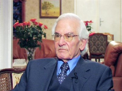 Българинът Продан Христов разказва пред камерата на Карбовски за лекарството си срещу рак. СНИМКА: НОВА ТВ