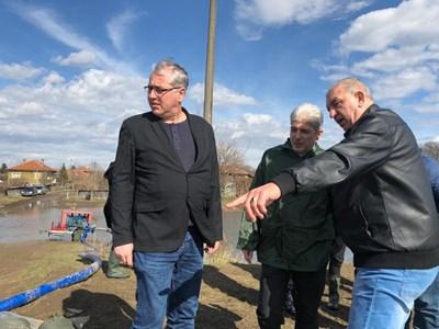 Нено Димов инспектира района на Брегово след обявеното там бедствено положение  СНИМКА: МОСВ