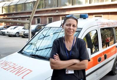 Гергана Николова е единствената жена шофьор на линейка у нас. СНИМКА: Йордан Симeонов