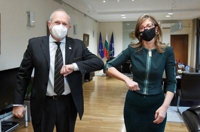 Захариева се срещна със специалния представител на македонското правителство за България Бучковски. Снимки външно министерство