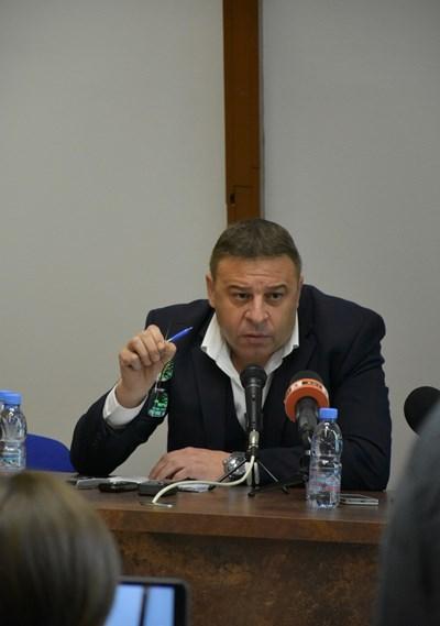 Кметът д-р Атанас Камбитов.