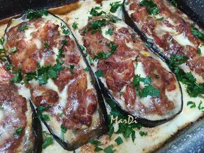 Патладжанени лодки с пилешко месо