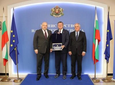Министър Красен Кралев, Александър Боричич и инж. Данчо Лазаров  СНИМКА: Пресцентър на ММС