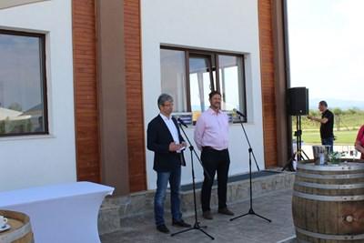 Стоян Желев (вляво) и Ивайло Жеглов представиха новия си винен бранд.