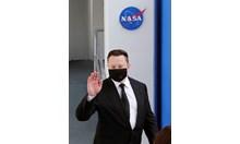 """Какво каза Илон Мъск на астронавтите преди изстрелването на """"Дракон"""""""