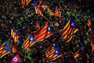 Регионалното правителство на Каталуния начело със сепаратиста Карлес Пучдемон казва, че е решено да организира допитването. Снимка РОЙТЕРС
