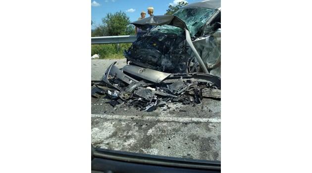 Меле на пътя Варна - Бургас, петима, сред които бременна и 2 деца, са ранени (Снимки)