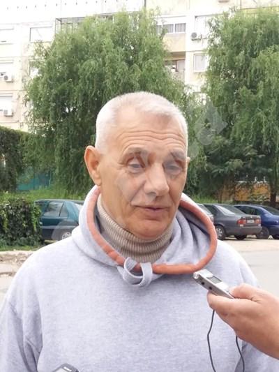 75-годишният Ангел Емилов Снимки: Авторката СНИМКА: 24 часа
