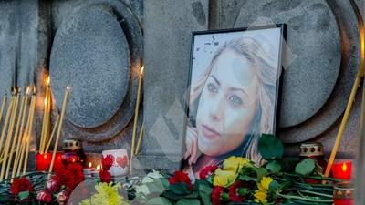 . Почти 10 000 русенци се събраха в понеделник вечерта пред Паметника на свободата в центъра на града.  СНИМКИ: Росен Моллов СНИМКА: 24 часа