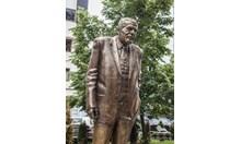 Светослав Лучников беше съветски агент, а неговият паметник е едно от големите перверзии у нас