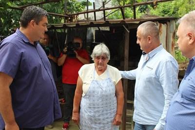 Задържаха рецидивисти, били, малтретирали и ограбили възрастна жена в Белово (Видео)