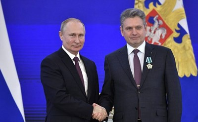 Владимир Путин връчва орден на Николай Малинов