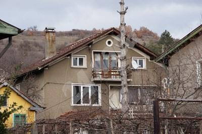 Къщата, в която бе извършено масовото убийство в Нови Искър. Снимка ДЕСИСЛАВА КУЛЕЛИЕВА