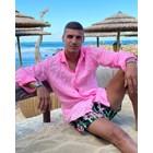 Десподов позира на плажа