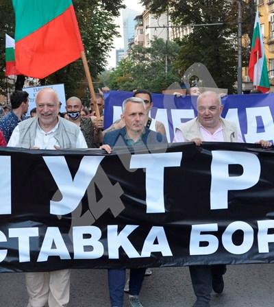 """""""Отровното трио"""", както се нарекоха Арман Бабикян, Николай Хаджигенов и Велислав Минеков (от дясно на ляво), са основните организатори на антиправителствените протести. СНИМКА: 24 часа"""