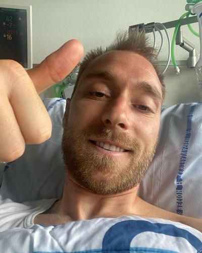 Първото селфи на Кристиан Ериксен от болницата СНИМКА: РОЙТЕРС