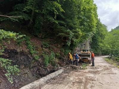 Ремонтите на пътищата в Пловдивска област спират с решение на АПИ.