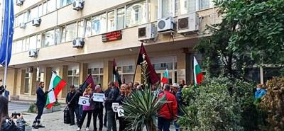 Протестиращи пред Министерство на енергетиката Снимки: ВМРО