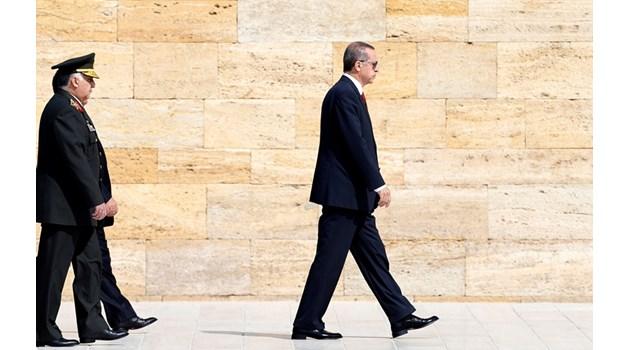 Най-големият враг на Ердоган са военните. Те го вкарват в затвора