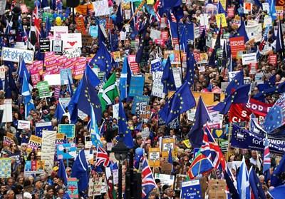 Десетки хиляди протестираха днес в Лондон срещу Брекзит Снимки: Ройтерс
