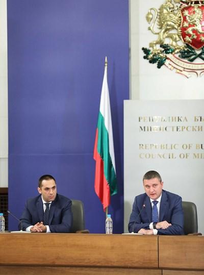 Министрите Владислав Горанов и Емил Караниколов обясниха каква е концепцията на държавата за изграждане на собствени бензиностанции и данъчни складове.